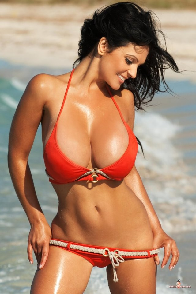 Denise Milani sexy busty pic