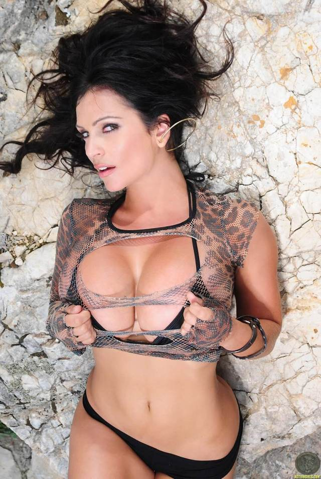 Denise Milani sexy pictures (2)