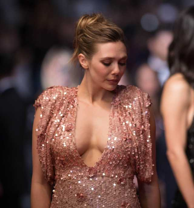 ELizabeth Olsen cleavages awesome pics (2)