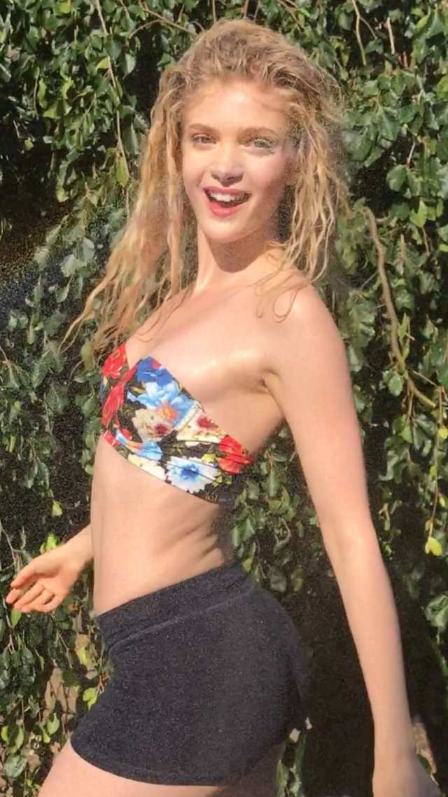 Elena Kampouris booty hot pic