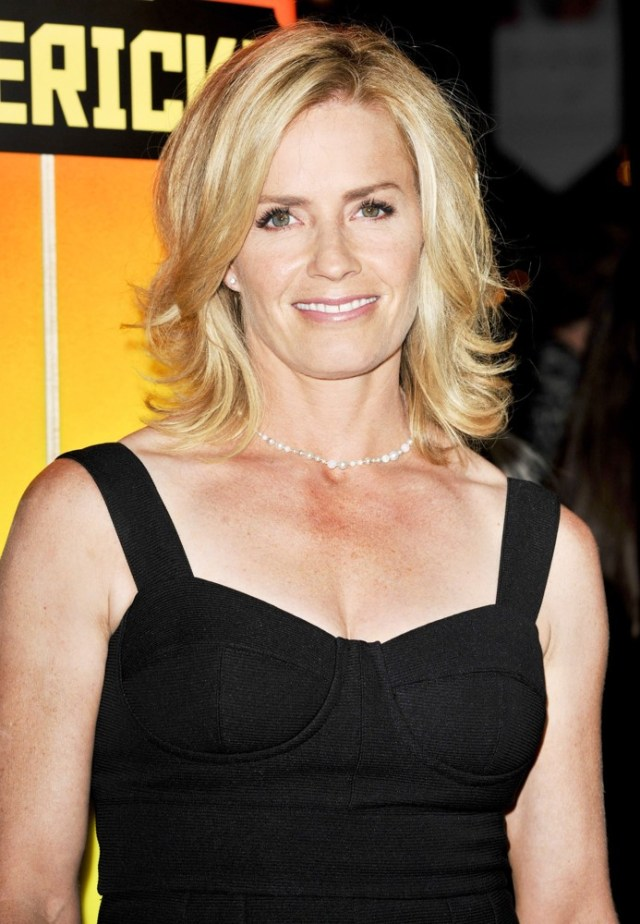 Elisabeth-Shue cleavages sexy pic