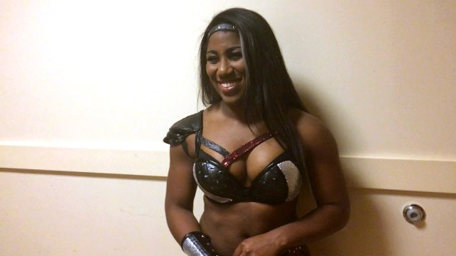 Ember Moon sexy cleavages pictures