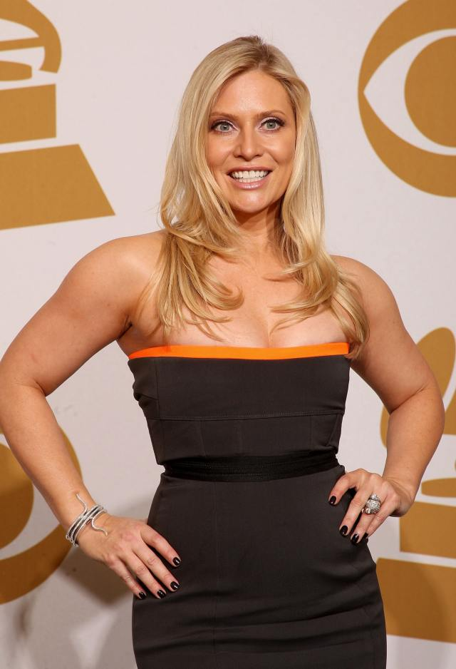 Emily Procter cleavage pics