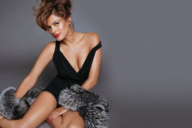 Eva Mendes Sexy Boobs Pictures in Black Short Dress