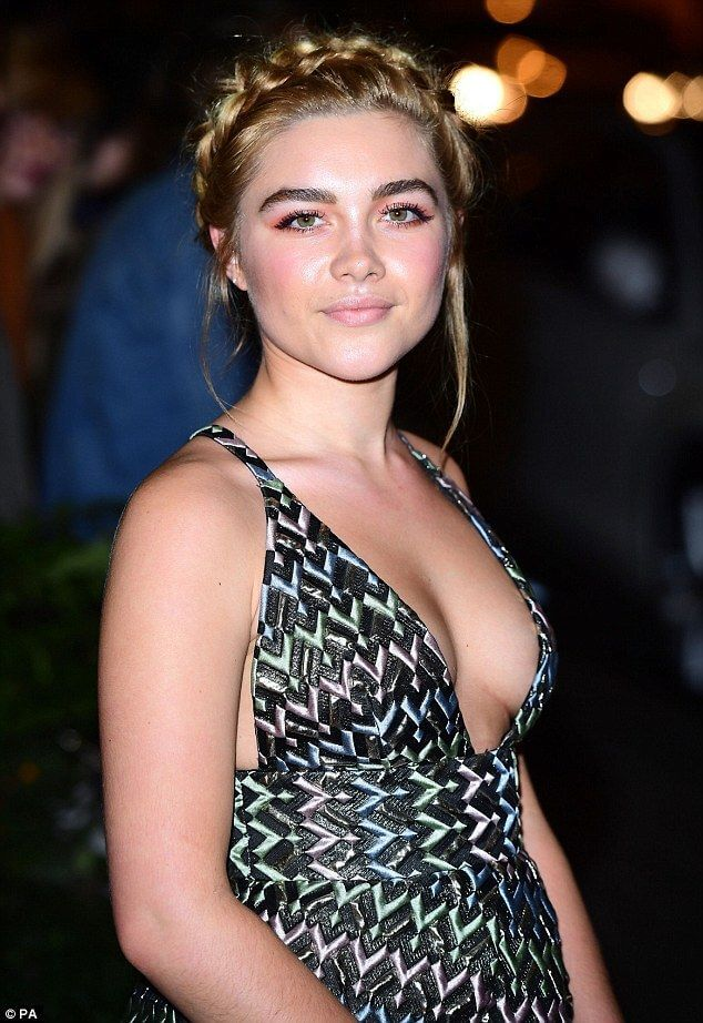 Florence Pugh hot side boobs