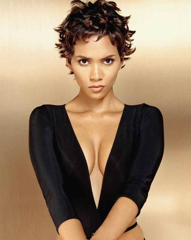 Halle Berry Sexy Boobs Pictures on Hot Black Dress