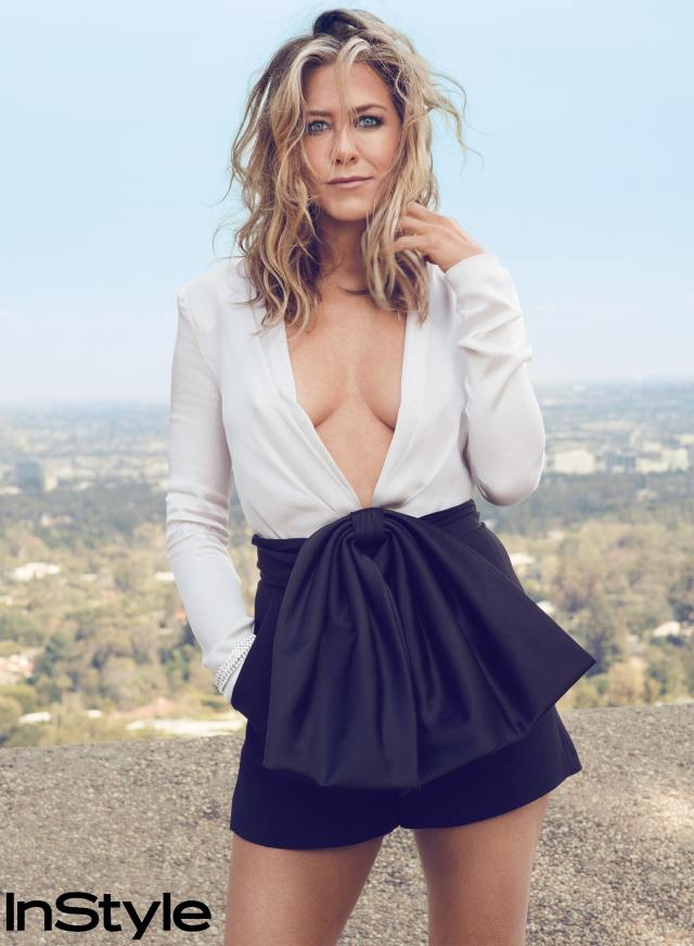 Jennifer Aniston cleavages awesome