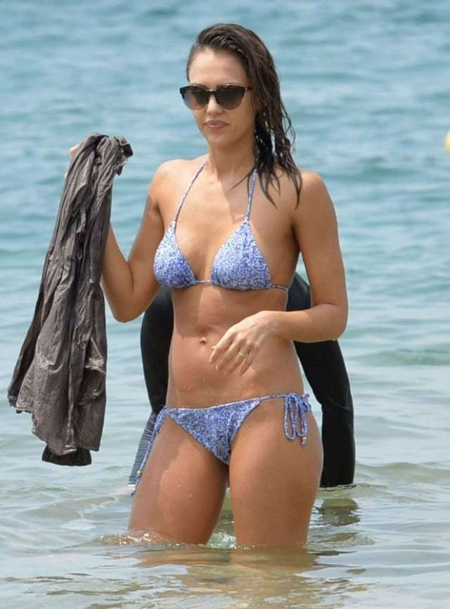 Jessica Alba Hot in Gaugle