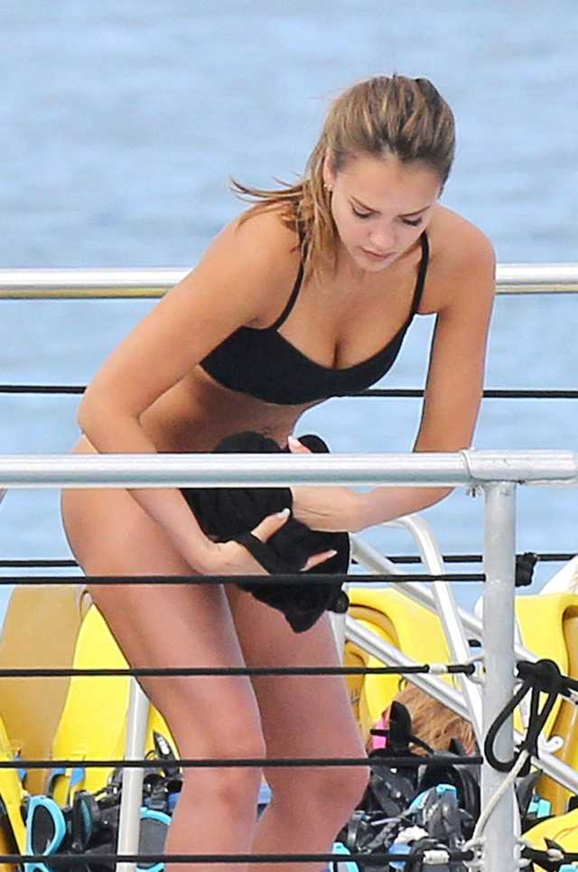 Jessica Alba Sexy Boobs Pictures