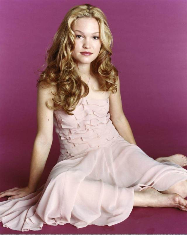 Julia Stiles awesome look