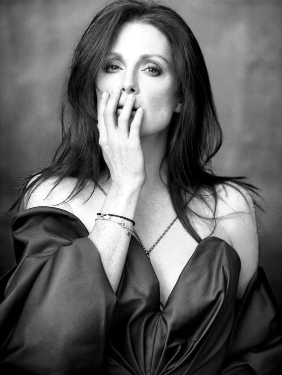 Julianne Moore hot lady picture