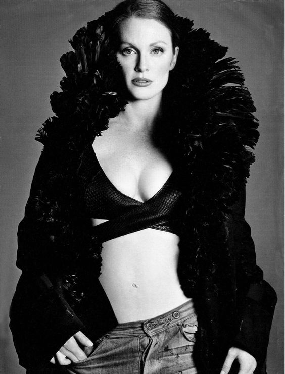 Julianne Moore sexy and hot photo