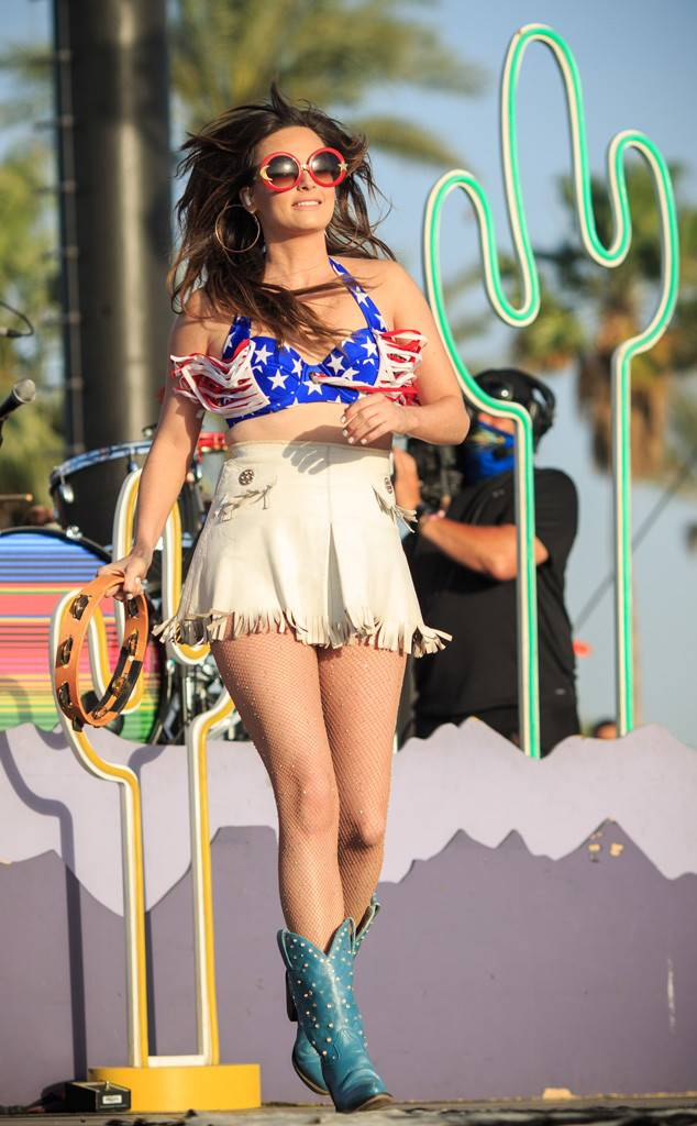 Kacey Musgraves thighs sexy