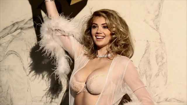 Kate Upton cleavages hot (2)