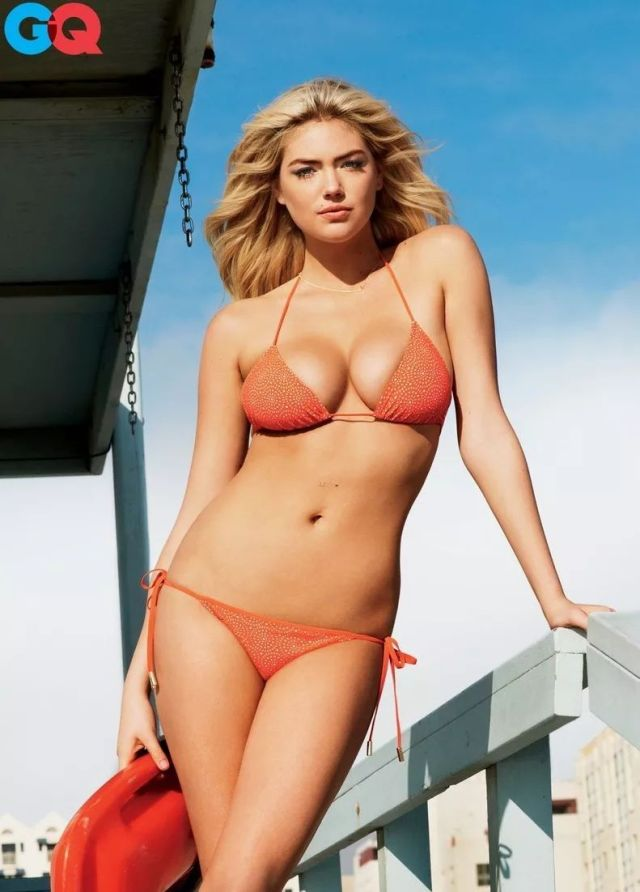Kate Upton cleavages sexy pic