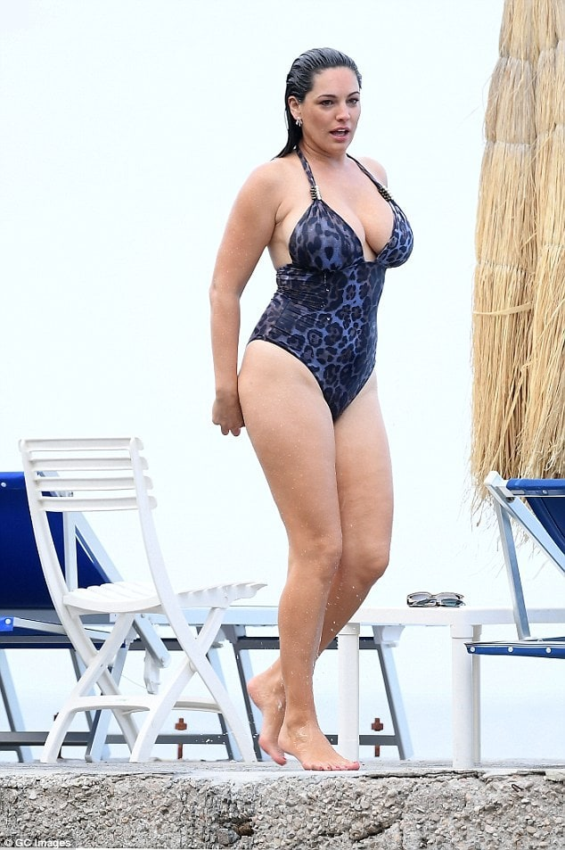 Kelly-Brook- legs awesome pics
