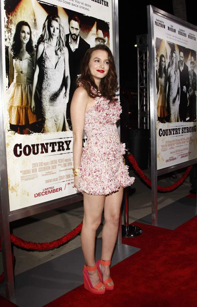Leighton Meester awesome thigh