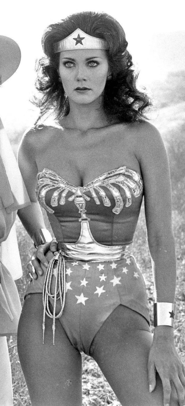 Lynda Carter hot photo (2)