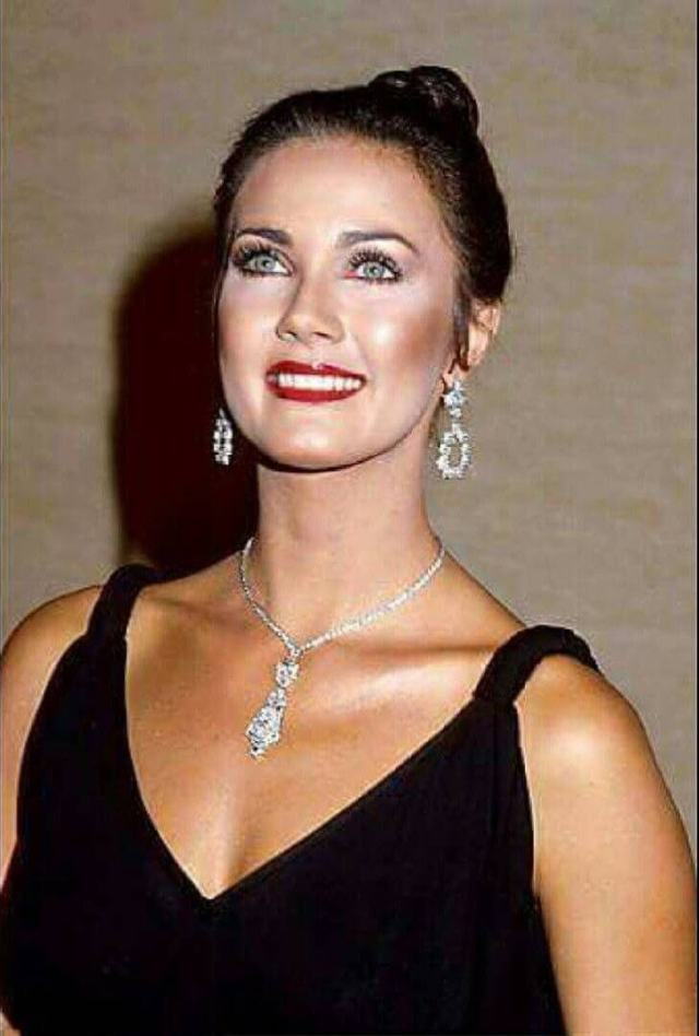 Lynda Carter hot photo