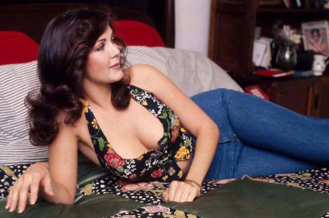 Lynda Carter hot pic