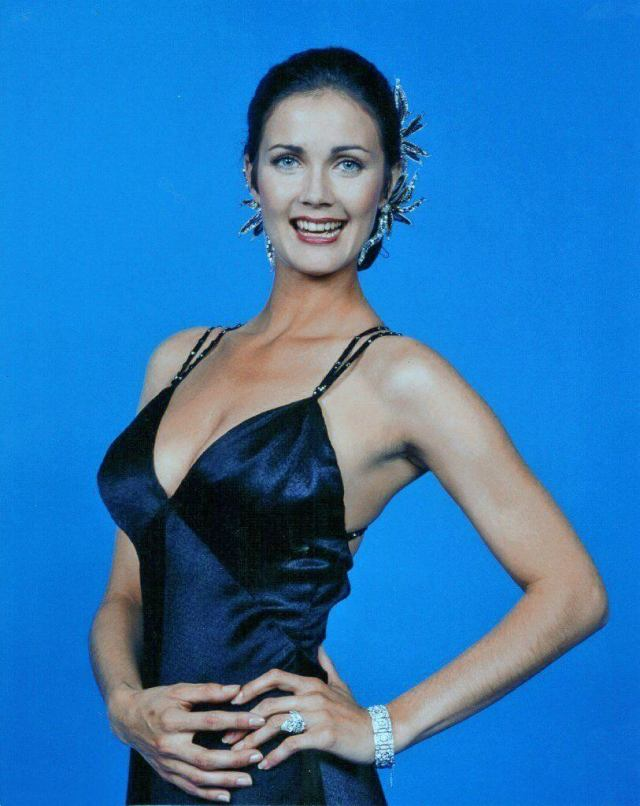 Lynda Carter hot side booty