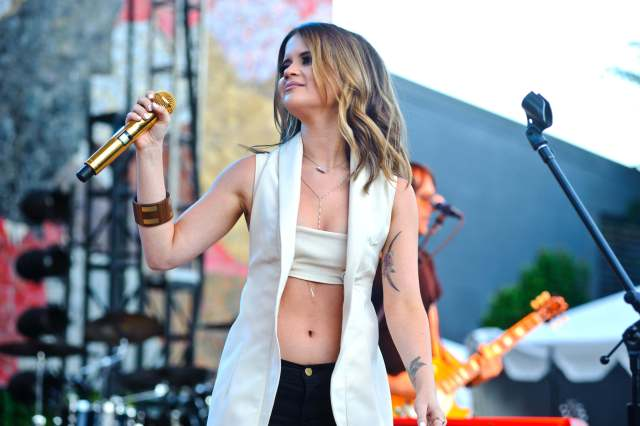 Maren Morris hot cleavages pic