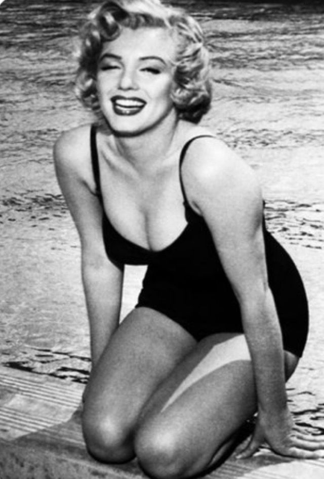 Marilyn Monroe Sexy Boobs Pictures Pics