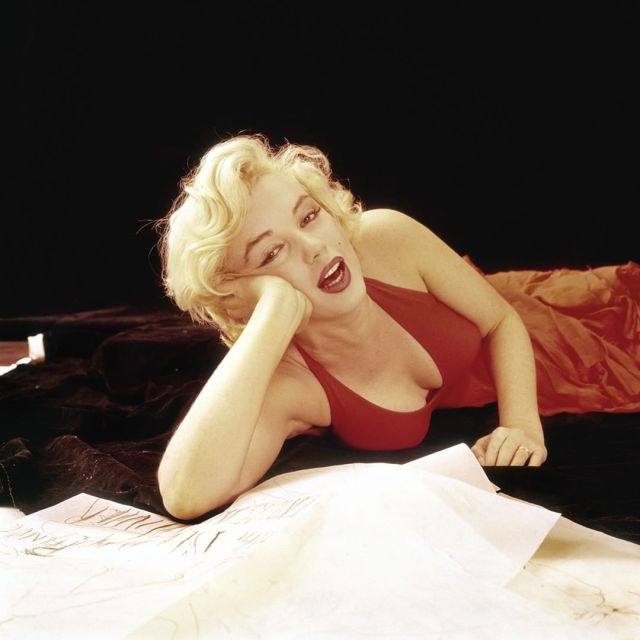 Marilyn Monroe Sexy Boobs Pictures on Red Dress