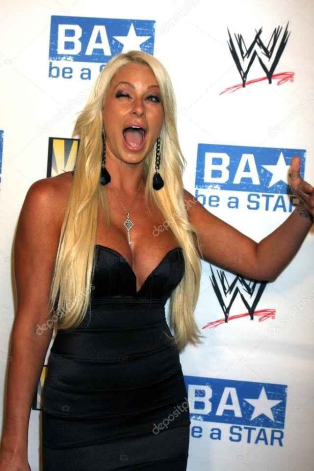 Maryse Ouellet hot busty pic (2)