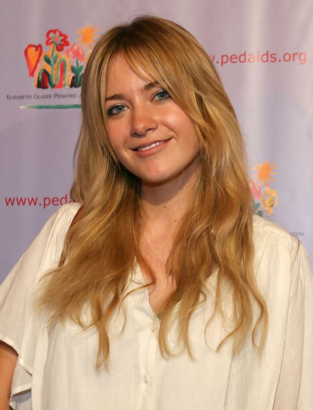 Meredith Hagner hot picture (2)