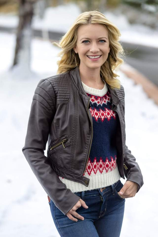 Meredith Hagner hot picture