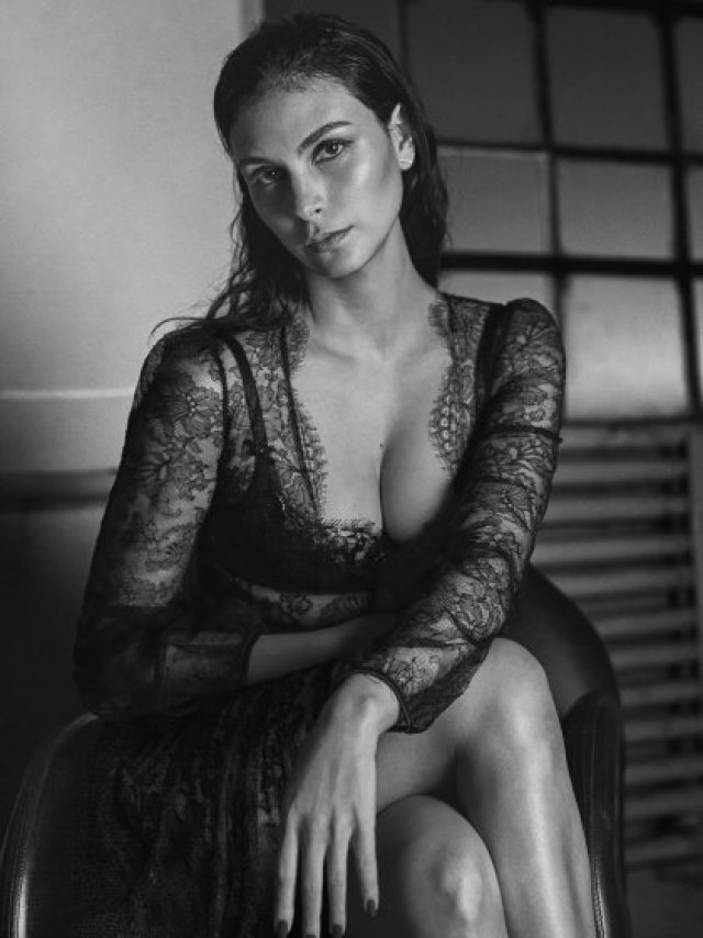 Morena Baccarin very hot picture