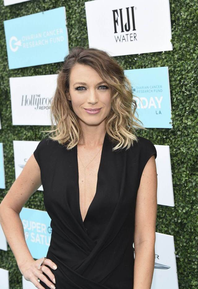 Natalie Zea sexy cleavages (2)