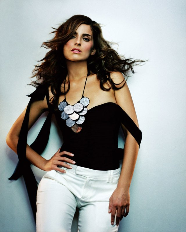 Nelly Furtado cleavages hot puic