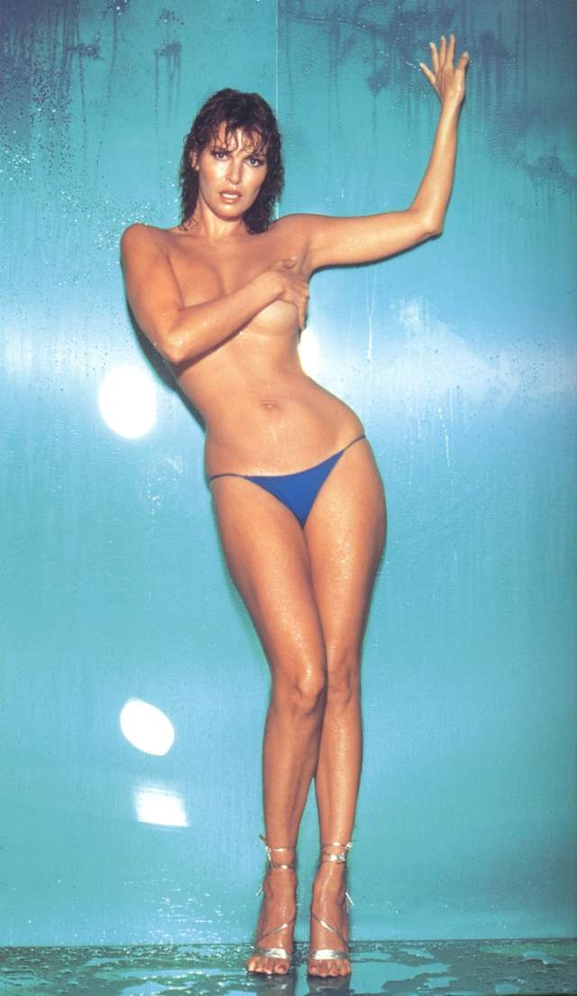 Raquel Welch sexy and hot photo