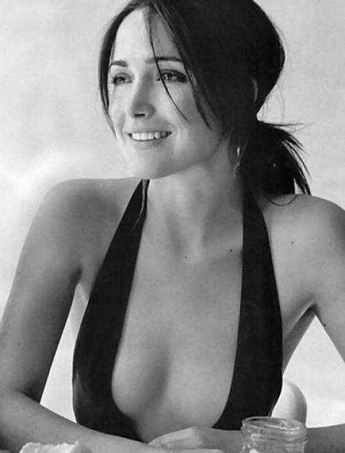 Rose Byrne hot cleavages