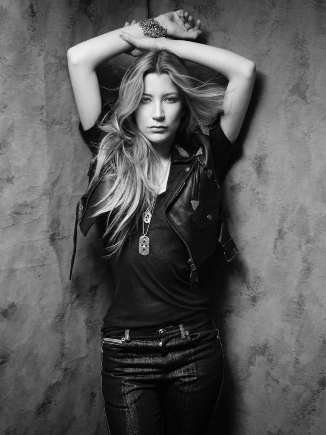 Sarah Roemer hot black and white pic