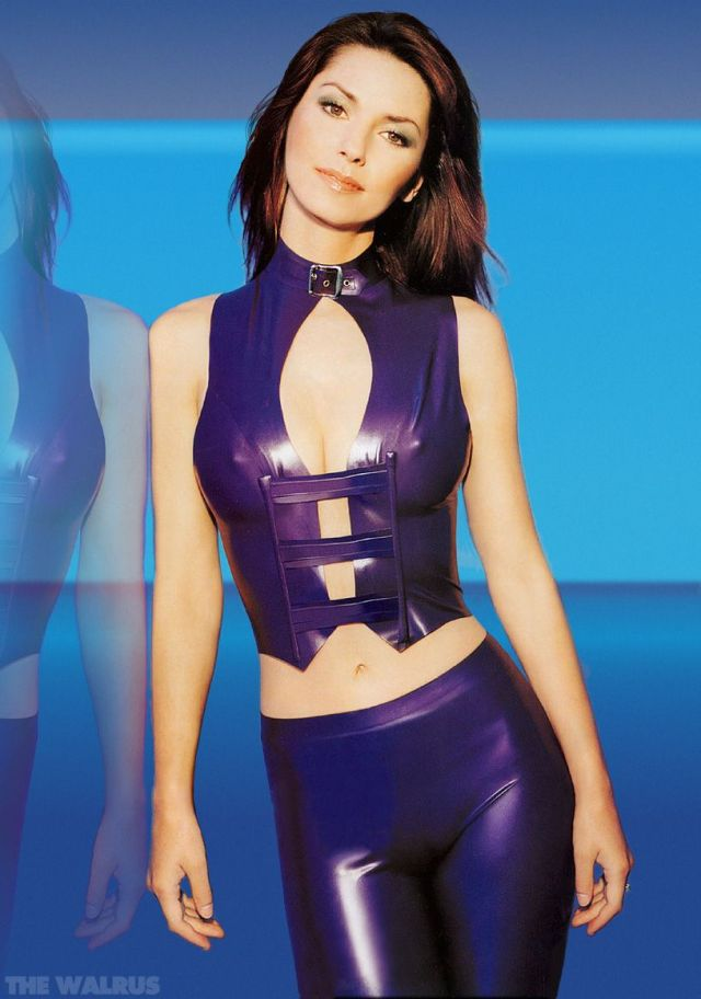 Shania Twain cleavages awesome (2)