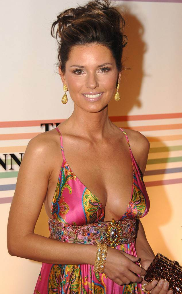 Shania Twain cleavages awesome (3)