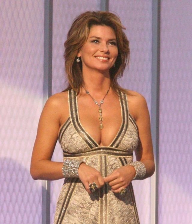Shania Twain cleavages awesome