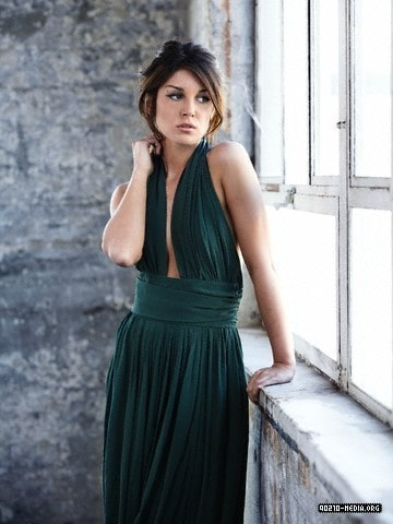 Shenae Grimes-Beech awewsome picture
