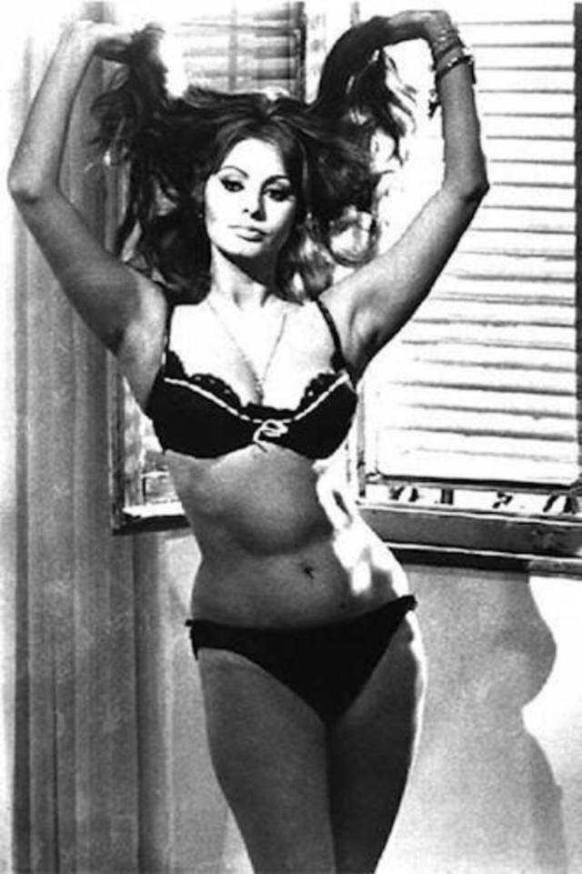 Sophia Loren Hot in Bikini