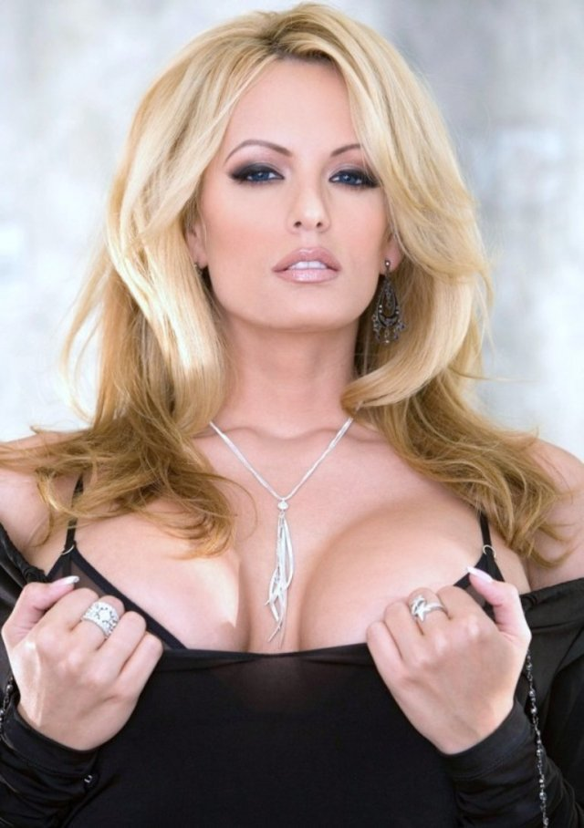 Stormy Daniels Sexy Pictures