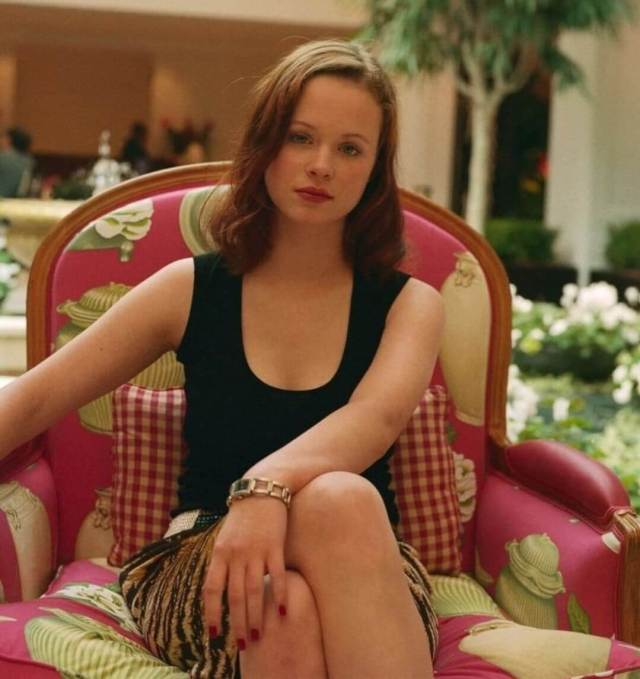 Thora Birch sexy cleavage (2)