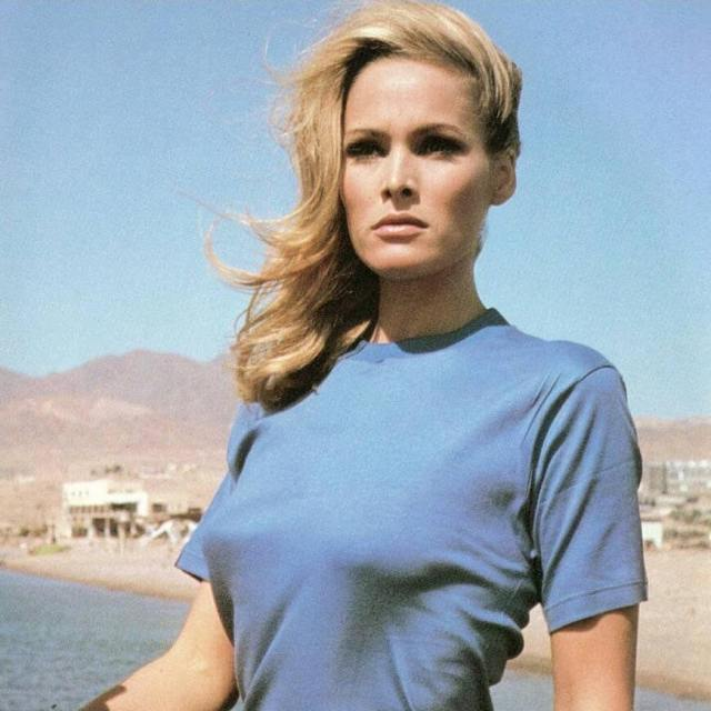 Ursula Andress hot side pic (2)