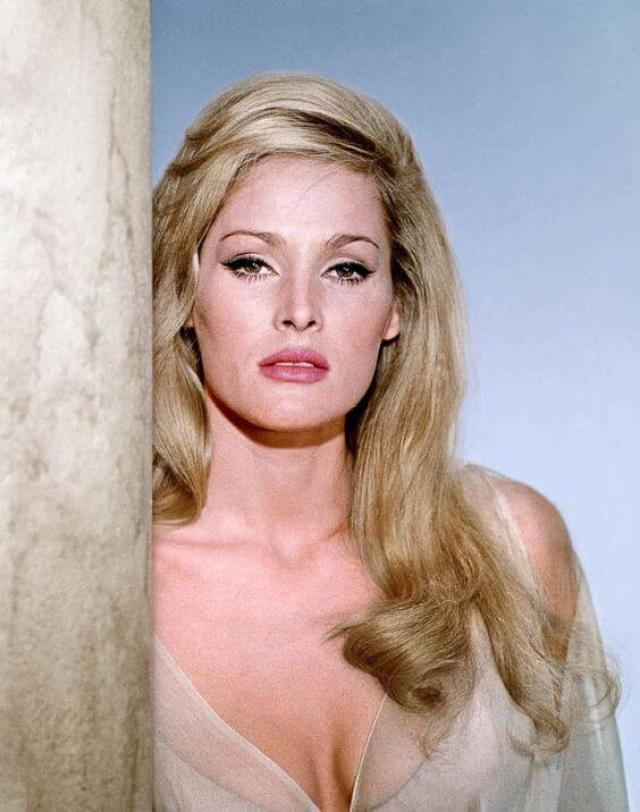 Ursula Andress sexy busty pic (3)