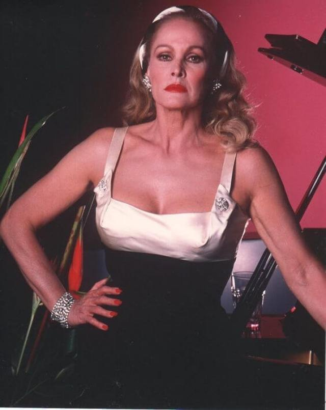 Ursula Andress sexy busty pic