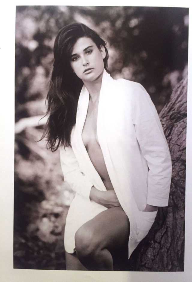 demi-moore-hot side boobs