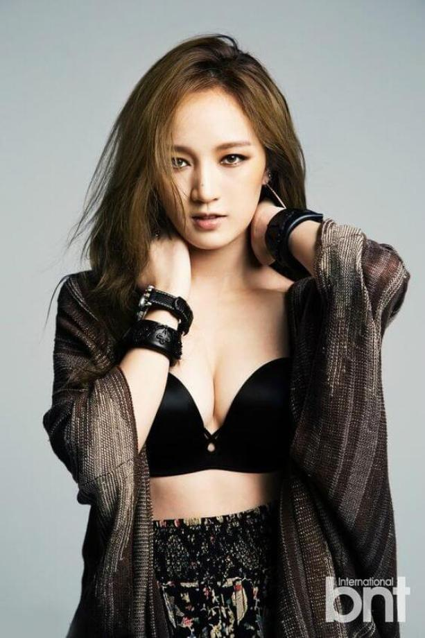 meng jia cleavages hot