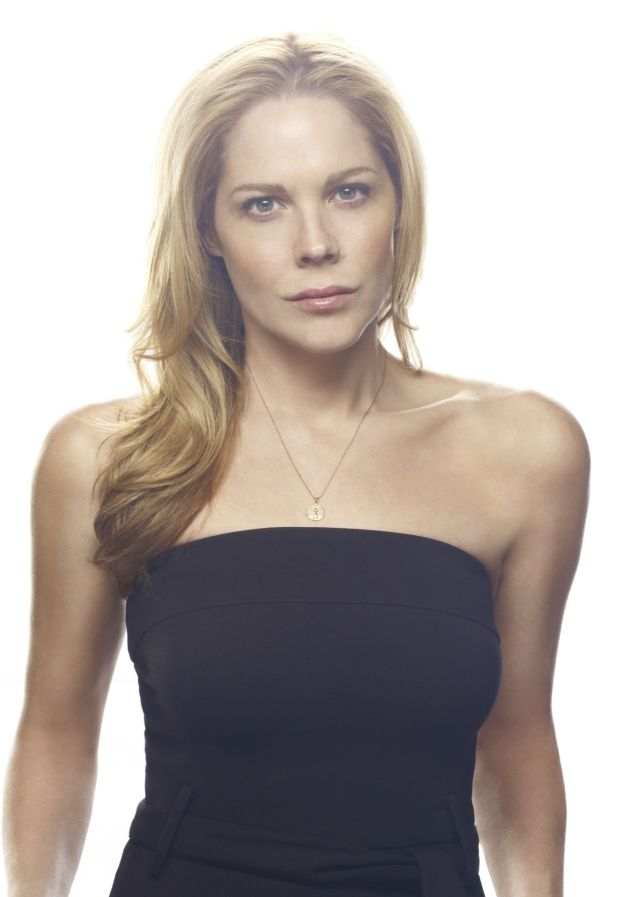 Mary McCormack hot cleavages pic
